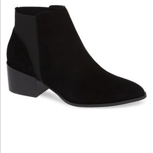 CHINESE LAUNDRY   Black Finn Chelsea Ankle Bootie